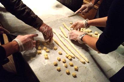 attivita di team building: cooking o cucinare - LakesLovers